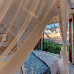 Zuid-Afrika-Rondom-Kaap-Hermanus-hotel-Grootbos-Forest-Lodge-suite-slaapkamer-2