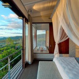 Zuid-Afrika-Rondom-Kaap-Hermanus-hotel-Grootbos-Forest-Lodge-suite-uitzicht