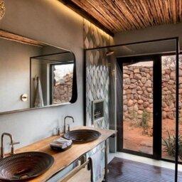 Zuid-Afrika-Tswalu-Kalahari-Private-reserve-the-motse-safarilodge-badkamer