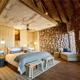 Zuid-Afrika-Tswalu-Kalahari-Private-reserve-the-motse-safarilodge-slaapkamer-2