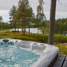 Zweden-Lapland-Arctic-Retreat-zomer-jacuzzi