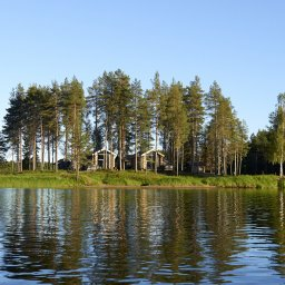 Zweden-Lapland-Arctic-Retreat-zomer-omslag-cabins