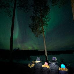 Zweden-Lapland-Gunnarsbyn-Arctic-Retreat-familie-noorderlicht 2
