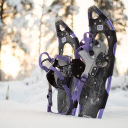 Zweden-Lapland-Harads-Loggers-Lodge-sfeerfoto-sneeuwschoenen