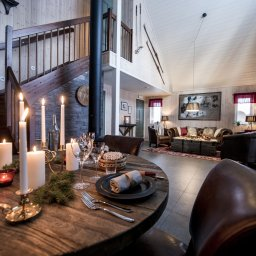 Zweden-Lapland-Kiruna-Fjellborg-Arctic-Lodge-woonkamer-mastercabin
