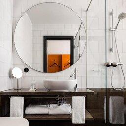 Zweden-Stockholm-Miss-Clara-by-Nobis-hotel-badkamer2